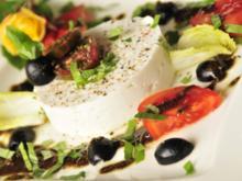 Ziegenkäse mit Oliven-Kürbiskernöl-Dressing - Rezept