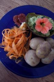 Pellkartoffeln mit Avocadodip und Möhrensalat - Rezept