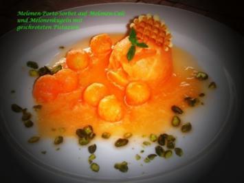 Melonen-Sorbet auf seinem Couli mit Porto und Pistazien - Rezept