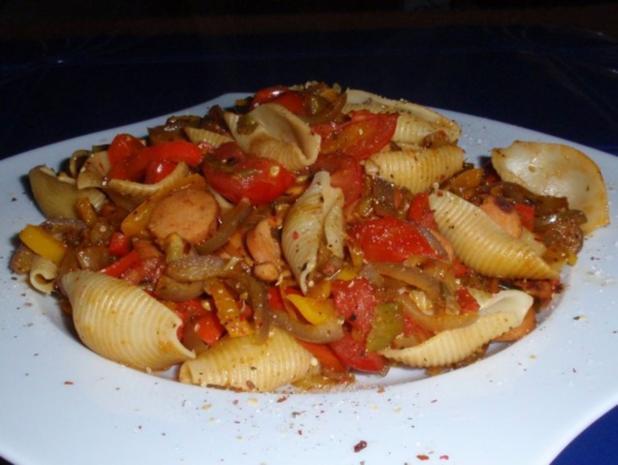 Bunte-Würstchen-Nudel-Pfanne - Rezept