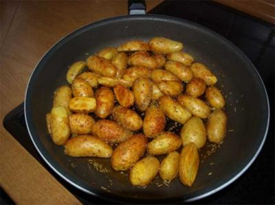 gebratene Kartoffeln mit Rosmarin            (Pommes de terre au romarin et huile d'olive) - Rezept
