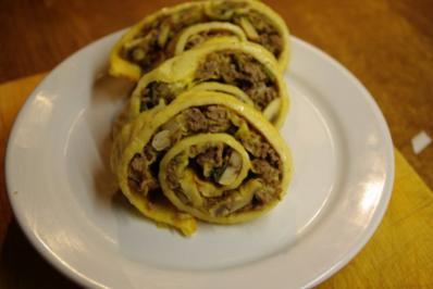 """Pfannkuchen vom Blech """"Bologneser Art"""" - Rezept"""