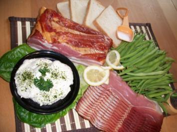 Buschbohnen im Schinkenmantel mit Toast und Salat mit Bauchspeck Knoblauch Dipp...... - Rezept