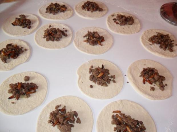 Teigtaschen gefüllt mit Rinderhack und Pinienkerne - Rezept - Bild Nr. 5