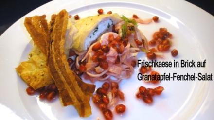 Kraeuter-Mager-Frischkaese in Brick auf Granatapfel-Fenchelsalat und Speck-Croutons - Rezept