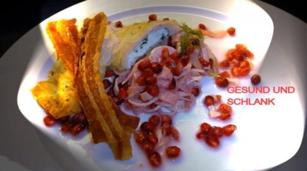 Kraeuter-Mager-Frischkaese in Brick auf Granatapfel-Fenchelsalat und Speck-Croutons - Rezept - Bild Nr. 7