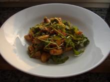 Warmer Kartoffelsalat mit Tomatenvinaigrette,Pfifferlingen und Nürnberger Würstchen - Rezept