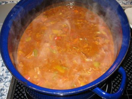 Rinder-Paprika-Gulasch mit Nudeln - Rezept