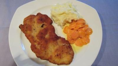 Wiener Schnitzel mit Sahnemöhren und Kartoffelpüree - Rezept
