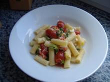 Rigatoni mit Tomaten,Mozzarella und Basilikum - Rezept