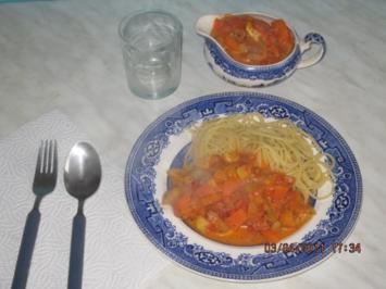 Spaghetti mit Tomaten-Zucchini-Sugo - Rezept