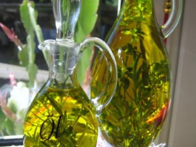 Kräuter-Öl  -  nicht nur zum Verschenken ... - Rezept