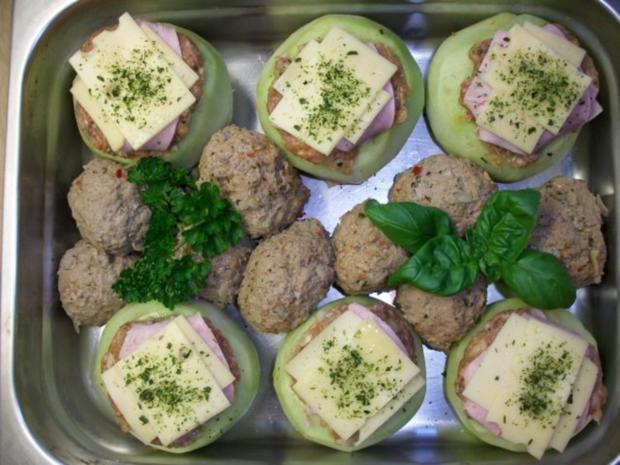 Kohlrabi gefüllt mit Hachfleisch und  Kochschinken Käse Haube...Salzkartoffeln u.Soße... - Rezept - Bild Nr. 2