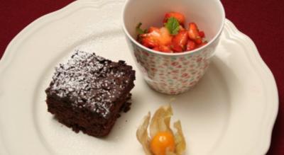 Brownies mit Erdbeersalat - Rezept