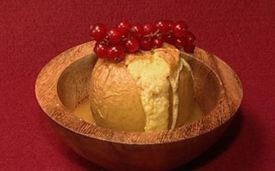 'Geschenk der Idunn' – mit Gries gefüllter Bratapfel auf Honigkaramell (Tommy Krappweis) - Rezept