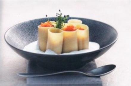 Cannelloni mit geschmolzenen Tomaten und Parmesan- Schaum - Rezept