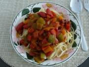Gulasch : Gemüsegulasch mit Spaghetti - Rezept