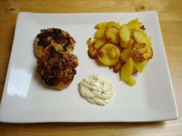 Fischfrikadellen mit Remoulade und Bratkartoffeln - Rezept