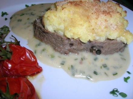 Falsches Ochsenfilet mit Kartoffel-Meerettich-Kruste und Schnittlauchsauce (Hausmannskost) - Rezept