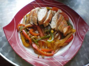 Gebratene Hähnchenbrust mit Gebratenen Paprikastreifen - Rezept