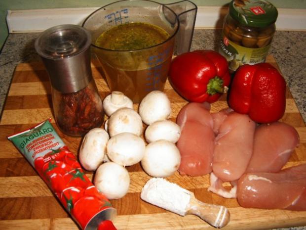 Hähnchenbrust mit Paprika-Champignon-Olivensoße - Rezept - Bild Nr. 2