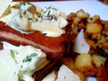Gebratener Leberkäse mit Champignon-Senf-Sauce und scharfen Kartoffeln - Rezept