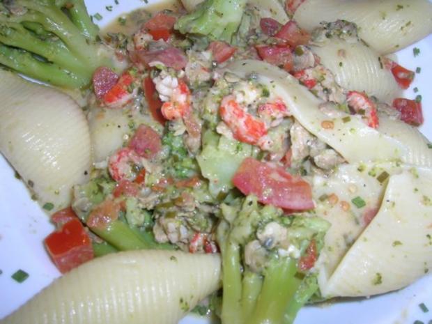 Conchiglie mit Venusmuscheln, Flusskrebsen und Broccoliröschen - Rezept - Bild Nr. 4