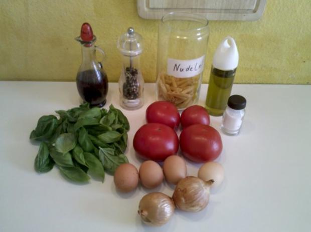 Vegetarisch: Chilli-Bratlinge mit Tomaten-Eier-Nudelsalat - Rezept - Bild Nr. 4