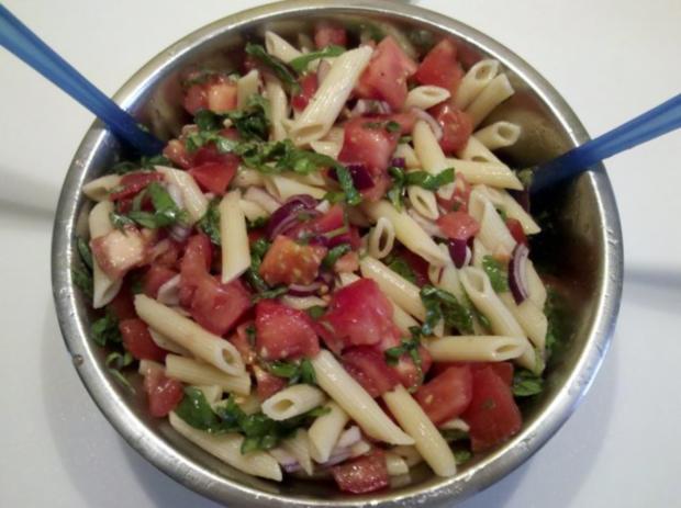 Vegetarisch: Chilli-Bratlinge mit Tomaten-Eier-Nudelsalat - Rezept - Bild Nr. 5