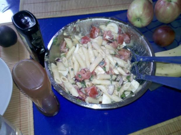 Vegetarisch: Chilli-Bratlinge mit Tomaten-Eier-Nudelsalat - Rezept - Bild Nr. 8