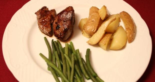 Bisonsteak mit Rosemary Potato Wedges - Rezept