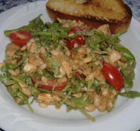 Mediterraner Bohnensalat mit Rucola,Tomaten und Thunfisch - Rezept