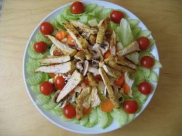 Salat mit Putenbruststreifen - Rezept