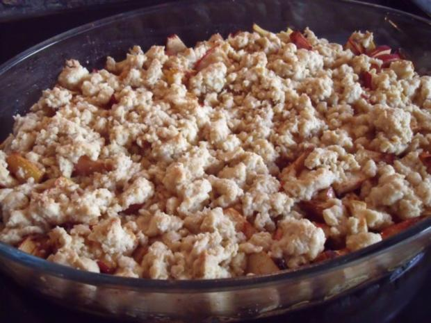 Apple Crumble, fruchtige Apfel-Süßspeise oder Dessert ...