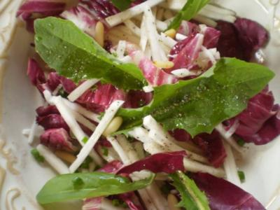 Salat von der weißen Rübe mit Radicchio und Löwenzahn - Rezept