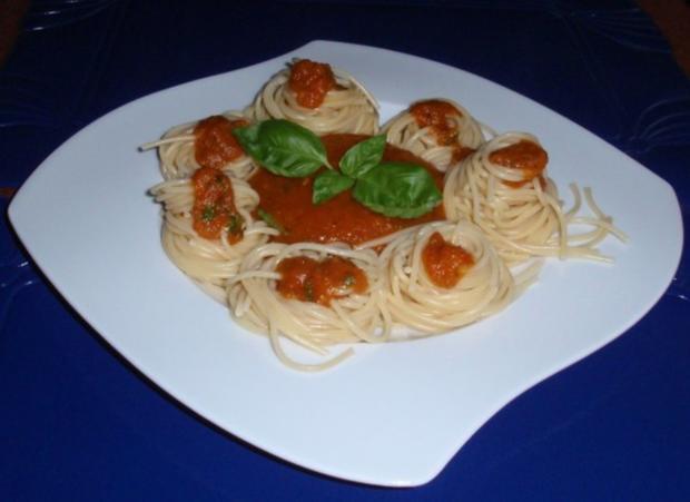 scharfe tomatenso e mit spaghetti rezept. Black Bedroom Furniture Sets. Home Design Ideas