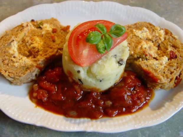 Mediterraner Hackbraten mit Tomatensoße - Rezept