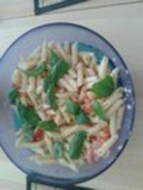Frischer sommerlicher italienischer Nudelsalat mit Basilikum - Rezept - Bild Nr. 3