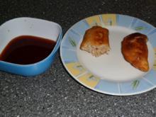 Gefüllte Teigtaschen mit sauerem Dip - Rezept