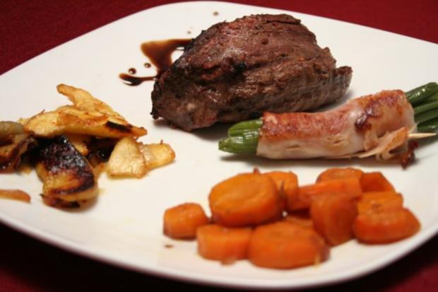Steak vom Allgäuer Freilandrind an Apfel-Zwiebelgemüse - Rezept