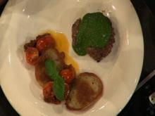 Rinderfilet mit Chimichurri, Kartoffel-Crêpe und warmem Tomatensalat (Estefania Küster) - Rezept
