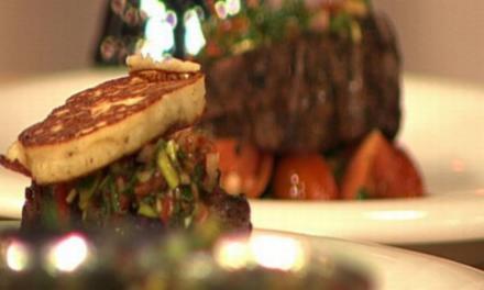 Rindfleisch mit Chimichurri, Kartoffelcrêpe und warmem Tomatensalat à la Zacherl - Rezept