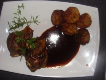 Fleisch : - Ausgelöste Schweinebäckchen mit viel Soße - - Rezept