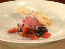 Mandelgrissini mit Amarettini-Cremeeis a la Mälzer - Rezept