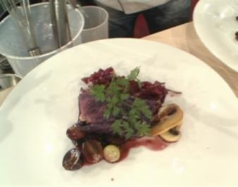 Rotkrautwickel mit Fasan und Traubenjus a la Mälzer - Rezept