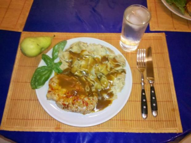 Fleisch: Sambal Oelek-Steaks mit Wildsauce und Steinpilznudeln - Rezept