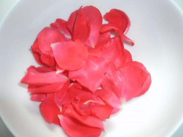 Kandierte Rosenblütenblätter - Rezept - Bild Nr. 2