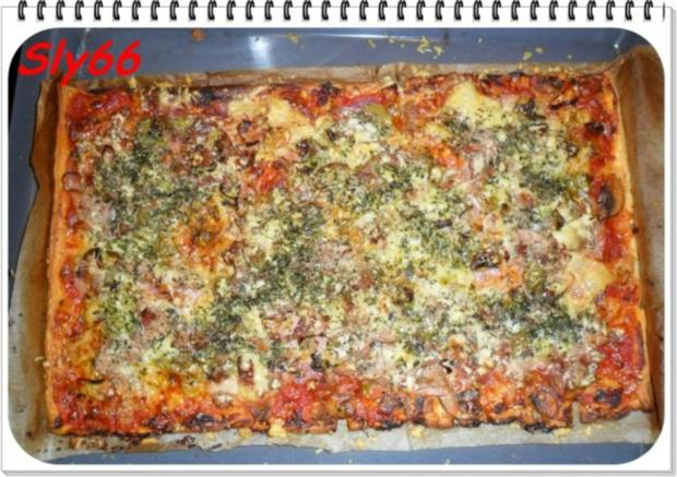 pizza bl tterteig pizza mit tomaten speck champignonso e rezept. Black Bedroom Furniture Sets. Home Design Ideas