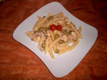 Mediterraner Nudelsalat mit Oliven und Käse - Rezept