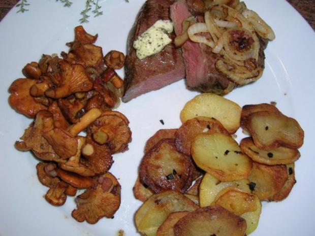 Rumpsteak mit Pfifferlingen und Bratkartoffeln aus rohen Kartoffeln - Rezept - Bild Nr. 4